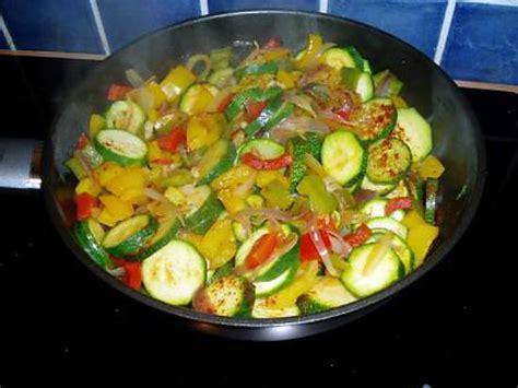 cuisiner aubergine poele cuisiner courgette poele idées d 39 images à la maison