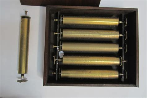 Works perfectly has a awesome sound and runs strong. MUSICAL BOX: Six antique brass musical box cylinders ...