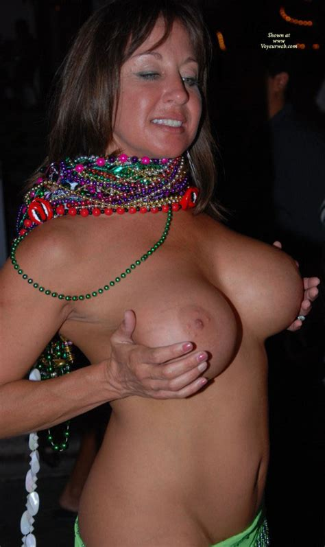 Topless Beautiful Milf At Ff November 2010 Voyeur Web