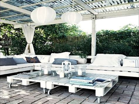 construire un canape avec des palettes faire un salon de jardin en palette deco cool