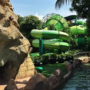 Fun at Adventure Cove Water Park, Singapore – I travel