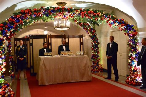 vahi business owner helps decorate white house for