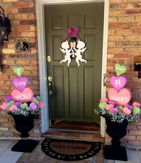 And find the decorator in you!!! 22 Sweet And Cute Valentine Porch Décor Ideas - Gardenoholic