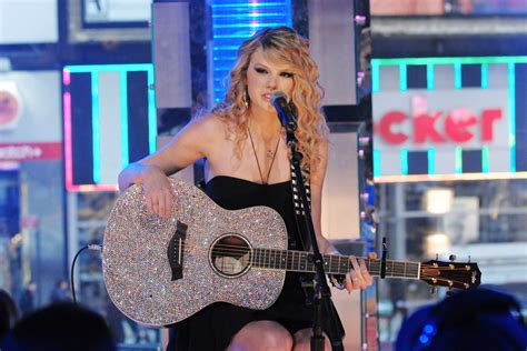 Taylor Swift's 'Fearless' Album: Making the Pop Crossover ...