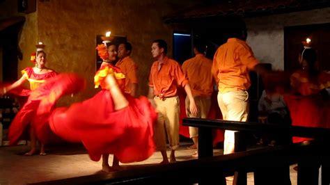 Baile Tipico Panameño (de la Vela) Tinajas Restaurant