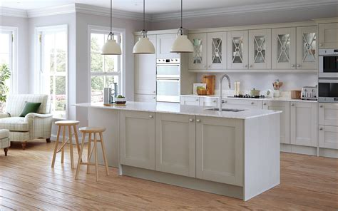 country kitchen island ideas shaker kitchen doors painted light grey uform
