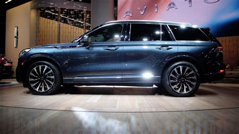 lincoln aviator takes   la auto show video