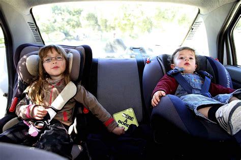 siege auto bebe 3 ans sécurité routière deux enfants sur trois sont mal