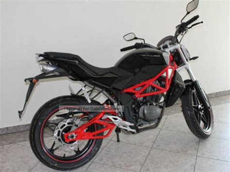 2014 Megelli Naked 125s Action Different Colors