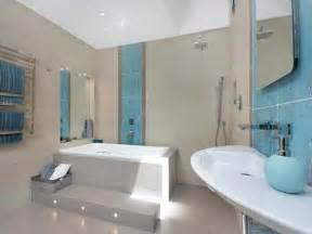 yellow and grey bathroom ideas badewanne einfliesen badewanne einbauen und verkleiden
