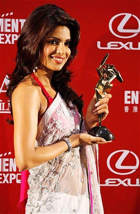 priyanka chopra dostana sari hd wallpaper  actress