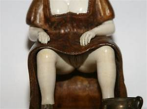 Erotic young lady sculpture in wood and ivory For Sale