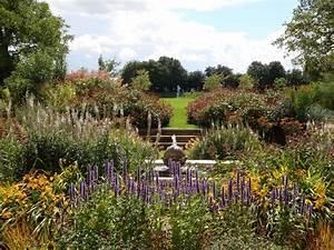 Wormington, Garden, Design