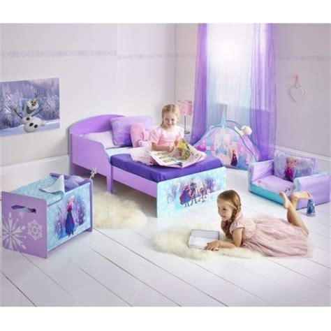chambre de la reine des neiges reine des neiges frozen meubles chambre fille lit
