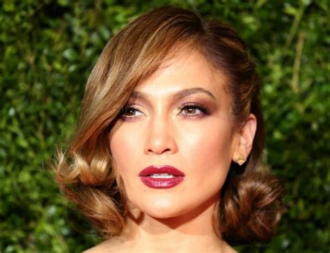 Proving Short Hair Is Just As As Versatile, J-lo Pairs A
