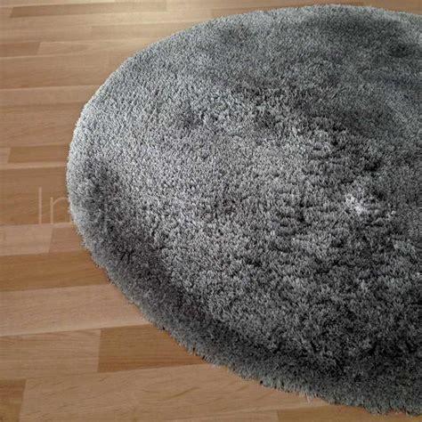 tapis rond sur mesure gris fonce  longues meches moelleux