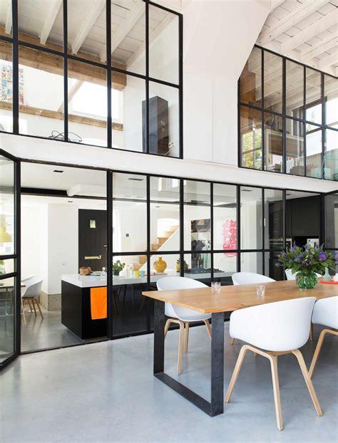 table cuisine contemporaine design verriere atelier sol eton cire cuisine equipee table