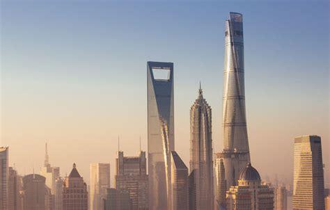 men climb shanghai tower  worlds  tallest