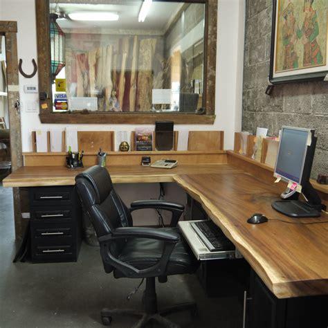 espace bureau bureau bois organique exotique suar live edge