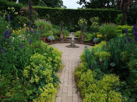 evolution  english garden  patient gardener