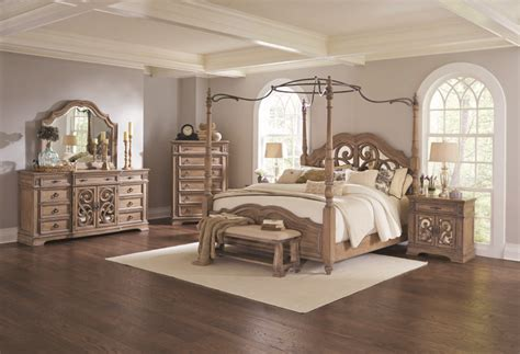 Ilana Collection 205071 Canopy Bed In An Antique Linen