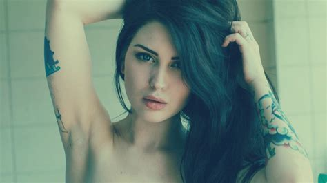 Women Arwen Suicide Face Green Hair Dyed Hair