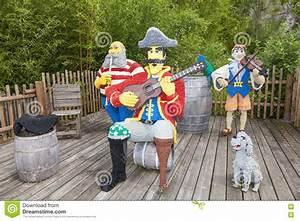 Legoland Günzburg Plan : lego pirates musicians chez le legoland allemagne image stock ditorial image du enfance ~ Orissabook.com Haus und Dekorationen