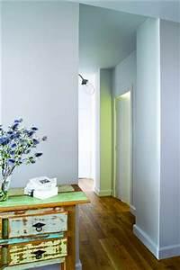 Peindre Un Couloir : une couleur pastel de bleu pour peindre un couloir ~ Dallasstarsshop.com Idées de Décoration