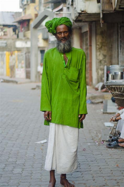 wearabout street style fashion  talking  people