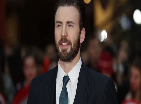 Chris Evans: Fans create memes in response to leaked nude ...