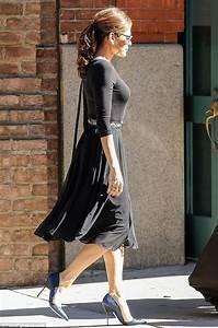 Dressing New York : eva mendes in a black midi dress out in new york city ~ Dallasstarsshop.com Idées de Décoration