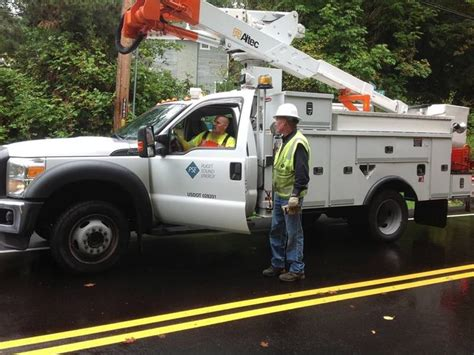 kirkland sees power outage  truck knocks  power