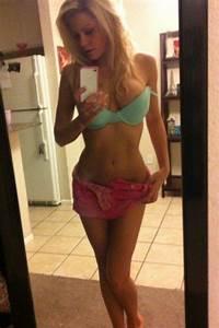 Hot Selfies: I Like The Way You Reflect (35 Photos)