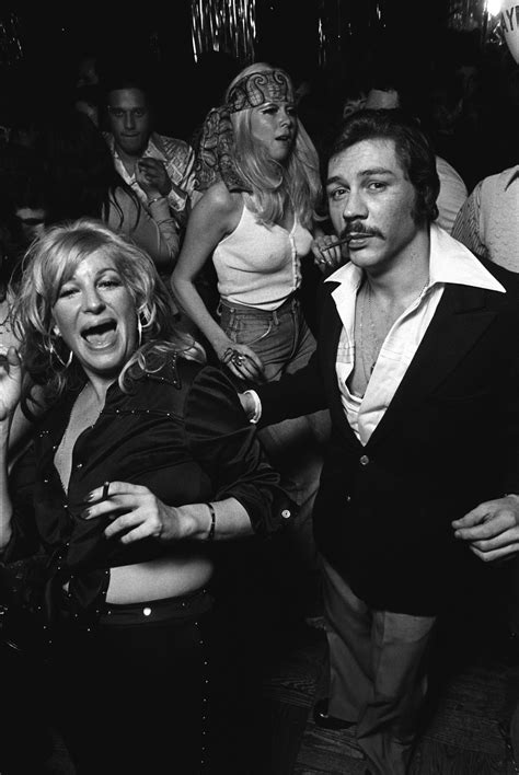 amazing photographs capture  glory days  disco   york city    late
