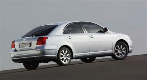 toyota avensis t25 kombi toyota avensis t25 hatchback 2003 2006 reviews technical data prices