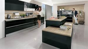 Cuisine noire et bois un espace moderne et intrigant for Idee deco cuisine avec cuisine noir et bois