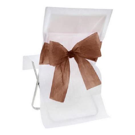 housse de chaise blanche mariage achat housse de chaise mariage intissée blanche avec noeud chocolat tables 1001 deco table