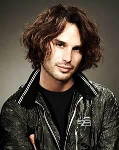 Coiffure Homme Cheveux Bouclés : photos coiffure cheveux boucles mi long homme ~ Melissatoandfro.com Idées de Décoration