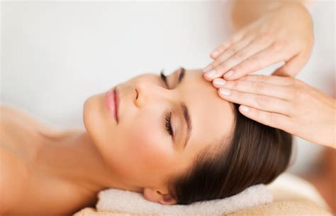 Facial Massage For Effective Contouring American Spa