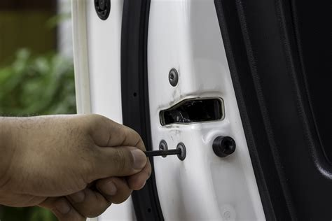 Accident Lawyer & Car Door Latch Failure