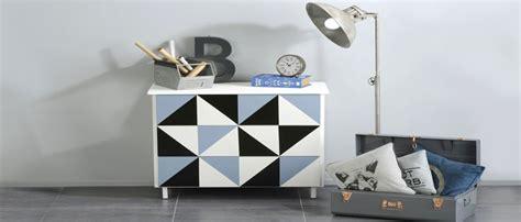 repeindre meubles de cuisine mélaminé peindre un meuble ancien idée peinture béton ciré