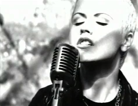 Dolores O'riordan In The Cranberries