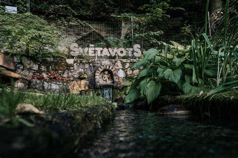 Svētavota dabas parks - avota ūdens - SvētavotsSvētavots
