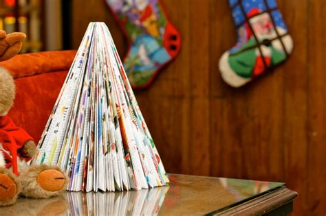 recycling paper origami magazine christmas tree tutorial