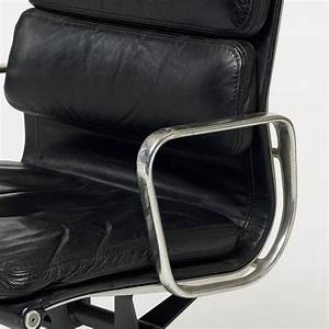 Soft Pad Executive Chair By Charles And Ray Eames For