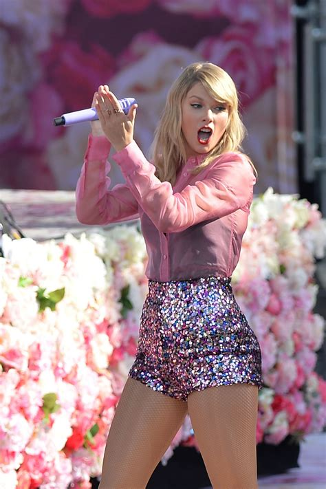 taylor swift performing  gma  nyc