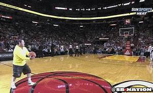 [GIF] Fan at Miami Heat game hits half-court hook shot ...