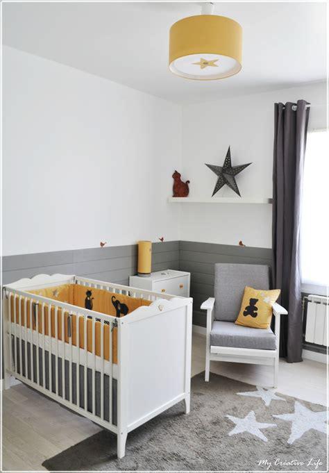 tour des chambres chambre bébé jaune et gris et blanc tour de lit