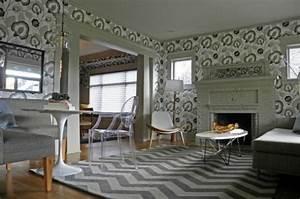 Muster Tapete Wohnzimmer : die perfekte wohnzimmer tapete wie sie die richtige farbe aussuchen ~ Markanthonyermac.com Haus und Dekorationen