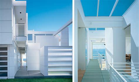 modern beach house  white exterior paint  richard meier digsdigs